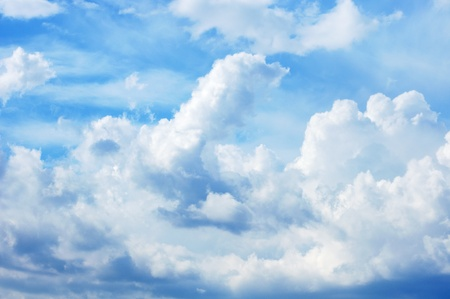 clr: the sky full of fluffy clouds