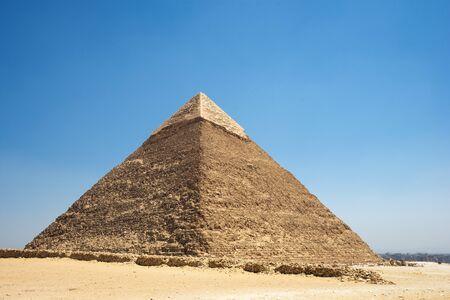 La pirámide de Khafre (también leída como Khafra, Khefren) o de Chephren es la segunda más alta y la segunda más grande de las antiguas pirámides egipcias de Giza y la tumba del faraón de la Cuarta Dinastía Khafre (Chefren) Foto de archivo