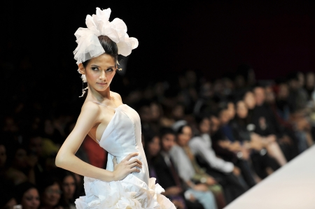fashion model catwalk: KUALA LUMPUR, MALAYSIA - NOVEMBER 8  Model presents creation by Hatta Dolmat during Malaysia-International Fashion Week on November 8, 2009 in Kuala Lumpur, Malaysia   Editorial