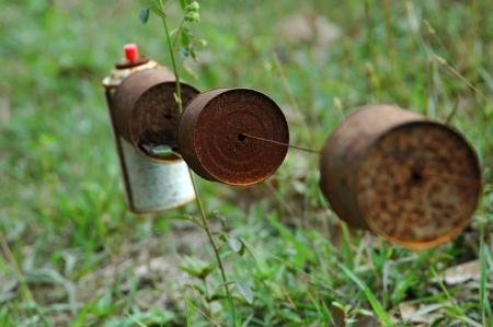 Традиционный способ избежать дикого ферму кабан атаки на Суматре