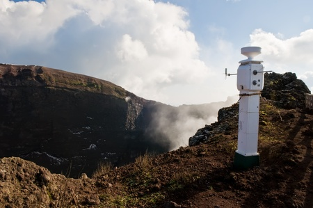 sismogr�fo: terremoto sismol�gica estaci�n de monitoreo en el volc�n Vesuvio, Italia
