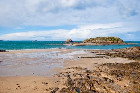 サン ・ マロ、フランスにビュー ビーチと島干潮