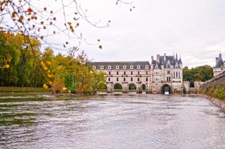 french renaissance: Ch�, �, teau de Chenonceau. Fue construida en el sitio de un antiguo molino en el r�o Cher. La mansi�n actual fue dise�ado por el arquitecto franc�s Philibert Delorme Renacimiento.