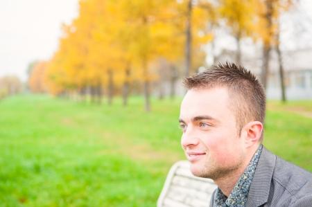 秋の公園で若いハンサムな男の肖像 写真素材