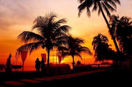 diner op zonsondergang op het strand Stockfoto