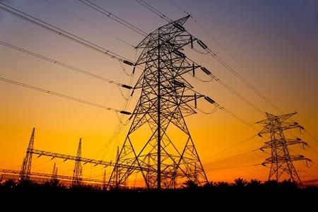 superbe coucher de soleil contre pylône tour Banque d'images