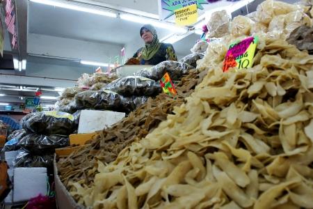 KUALA TERENGGANU,MALAYSIA-APR 16:Unidentified food traders waiting customers at Pasar Payang in K.Terengganu, April 16, 2012.This is a popular local market among tourist selling varieties of local food