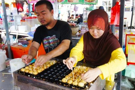 kelantan: KOTA BHARU-JUNE 01: Two an unidentified street vendor prepares tokoyaki food on Wakaf Che Yeh on June 01, 2013 in Kota Bharu, Kelantan, Malaysia. Kelantan a haven for local food lovers