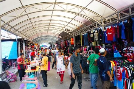 kelantan: KOTA BHARU-JUN 01: Local people shopping at the crowded street markets of the famous Rantau Panjang Jun 01, 2013 in Kota Bharu Kelantan, Malaysia
