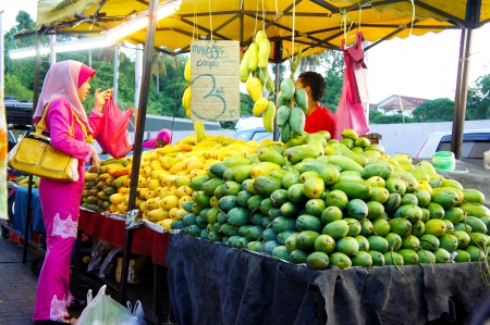 kelantan: KELANTAN, MALAYSIA-JUN 01: Typical local fruits street market in Kota Bharu on Jun 01, 2013 in Kelantan, Malaysia. Most of the fruits are imported from Thailand Editorial