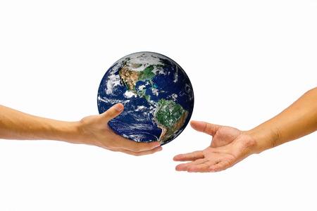 generosity: la mano derecha sostiene el mundo y darle a otro lado