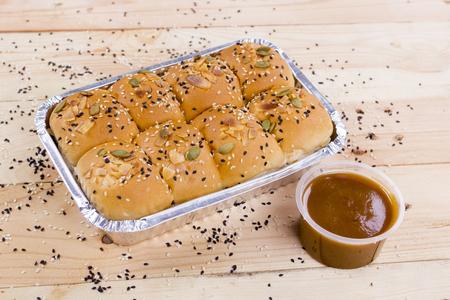 honey comb: honey comb bread with sweet cream