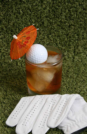Trinken am 19. Loch auf dem Golfplatz