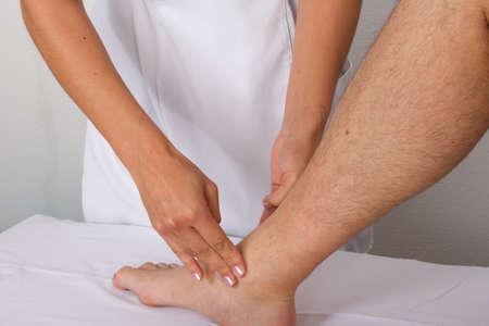 tuina: massage malleolus