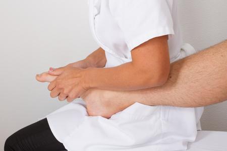 tuina: foot massage
