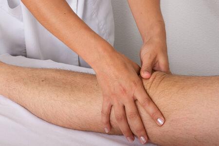 tuina: massage the knee