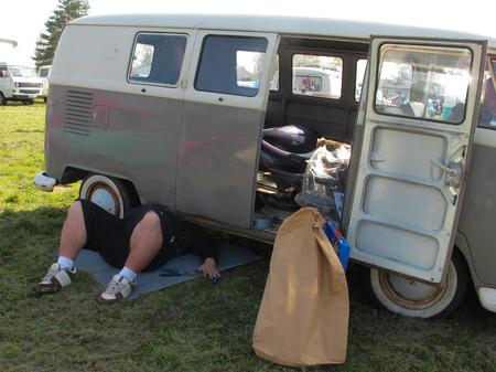 broken car: coche roto