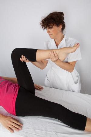 Een vrouw die een massage ophalen