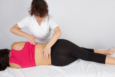 Thérapie manuelle ostéopathique Banque d'images - 36518925