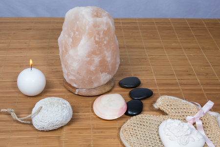 salt lamp: Himalayan salt lamp, a zen atmosphere