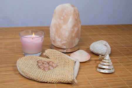 salt lamp: Himalayan salt lamp, a zen atmosphere
