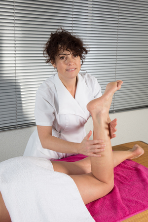 acupressure: Therapist based on points of Chinese acupressure to relieve pain
