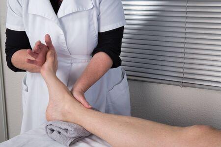 akupressur: Akupressur-Massage f�r einen Mann