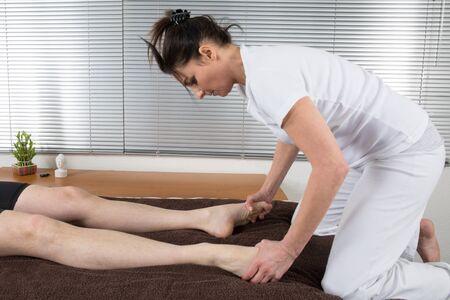 shiatsu: Shiatsu massage by a woman therapist