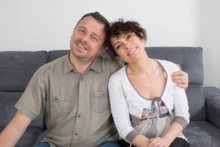 complicit�: Complicit� d'un couple sur le canap�