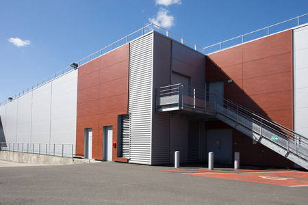 The exterior of a modern warehouse Éditoriale