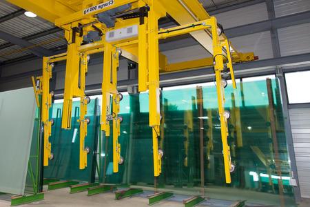 L'intérieur d'une usine de découpe de verre grande Banque d'images - 37942907