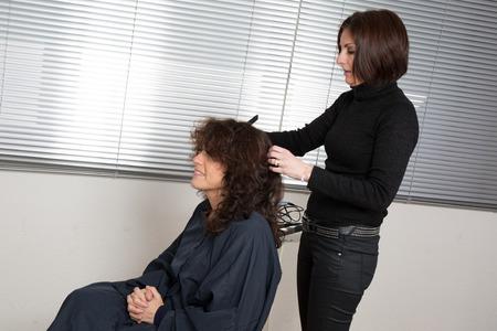 coiffeur: Coiffure avec coiffeur