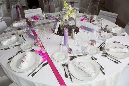 Interior of a wedding banquet in restaurant, reception venue tables. Stockfoto