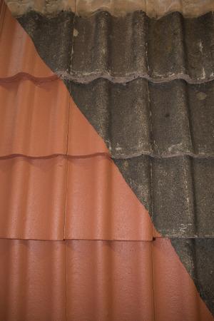 Comparaison côte à côté de avant et après le nettoyage et travail de toiture Banque d'images - 39947395