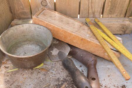 meter box: Jardiner�a collage incluye im�genes de macetas, art�culos de jardiner�a y metro con caja de madera de la vendimia.