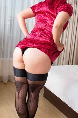 femmes nues sexy: Curvy jeune et sexy femme en lingerie