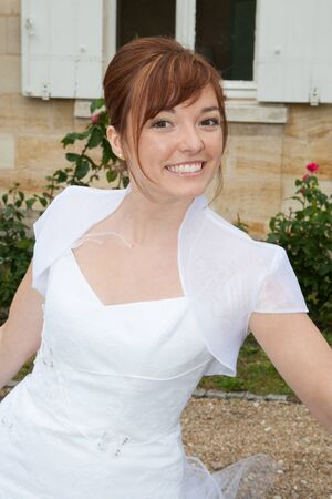 rood haar: Beautiful and lovely bride with red hair and freckles Stockfoto