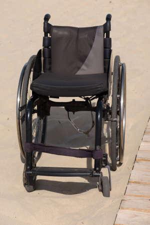 Fauteuil vide siège vacant sur une plage de sable Banque d'images - 42742462