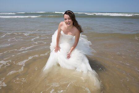 siervo: la novia en la hermosa playa de Maldivas