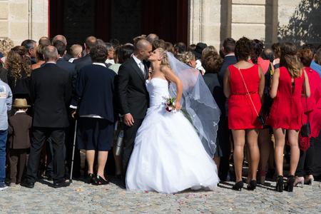 matrimonio feliz: En un día de la boda, feliz novia y el novio Foto de archivo