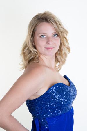 sensuales: Chica rubia sensual con los ojos azules y la tapa azul