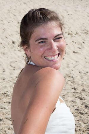 femme mari�e: A married woman bride in her wedding dress posing