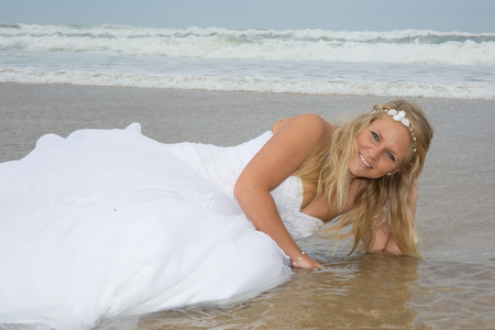 siervo: Blond bride woman at the beach at summer time Foto de archivo