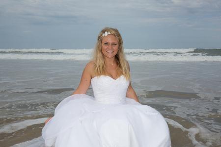 siervo: Blond bride woman at the beach at summer time Foto de archivo