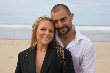 lovely couple: Lovely couple at the beach on honeymoon