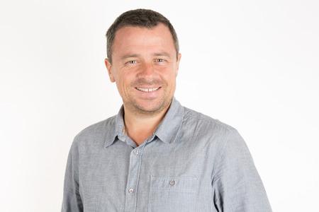 Portret van een volwassen knappe man die lacht Stockfoto - 46856658