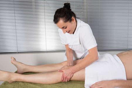 reflexologie: massage du genou de la réflexologie, le traitement du genou spa, la Thaïlande