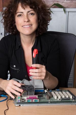 harddisc: Female support computer engineer - IT woman repair defect