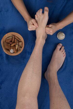 reflexologie plantaire: réflexologie massage des pieds, soin des pieds spa,