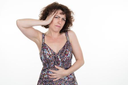 abdominal pain: Dolor abdominal para la mujer aislado en blanco